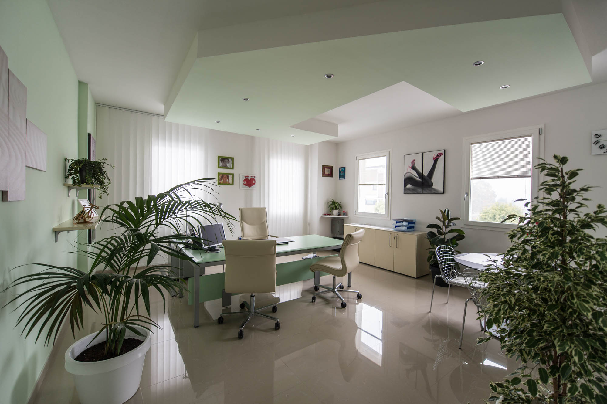 Cristallo hit mobili arredamenti per uffici prato toscana for Mobile basso ufficio