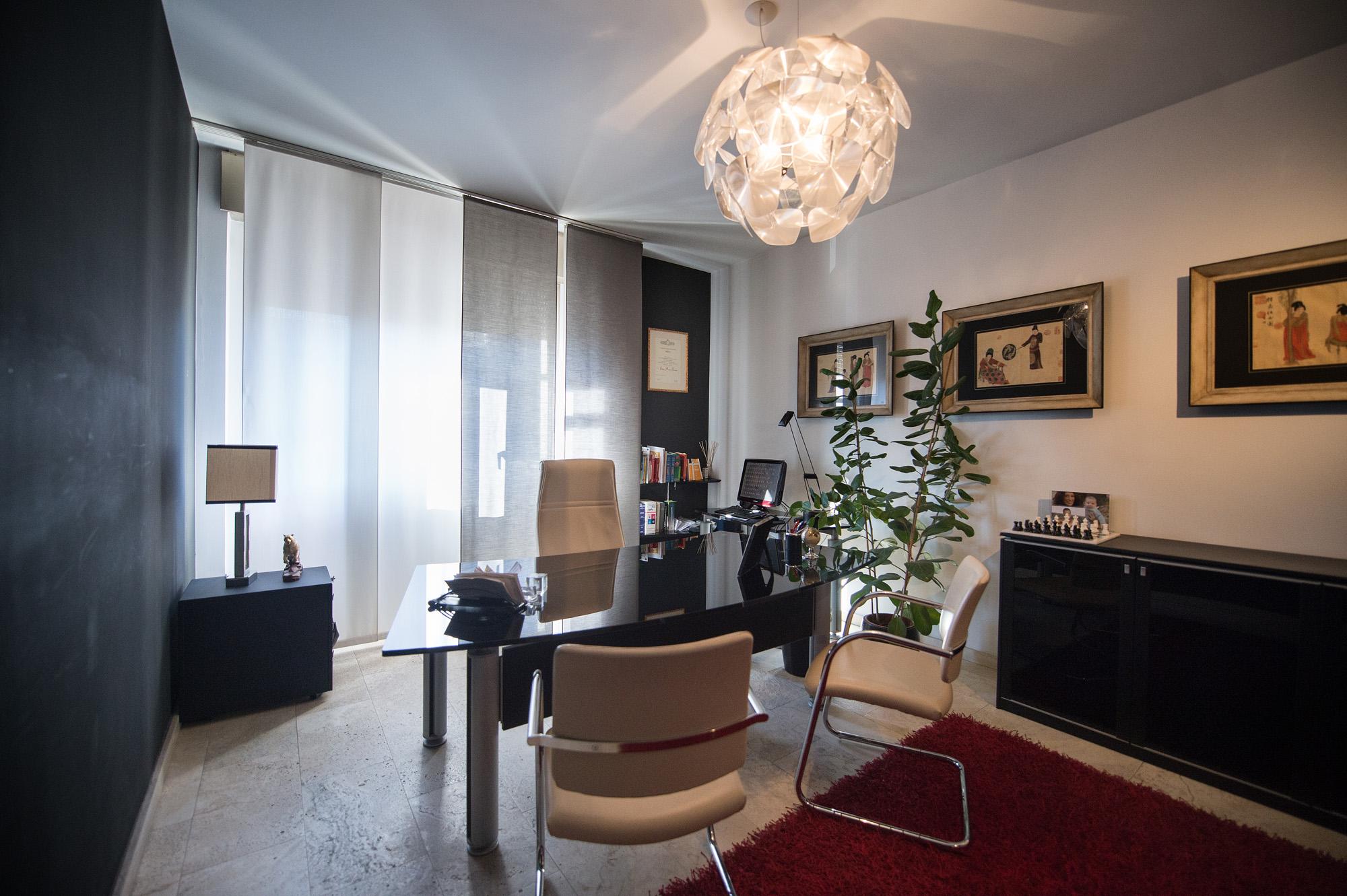 Cristallo hit mobili arredamenti per uffici prato toscana for Arredamento da studio