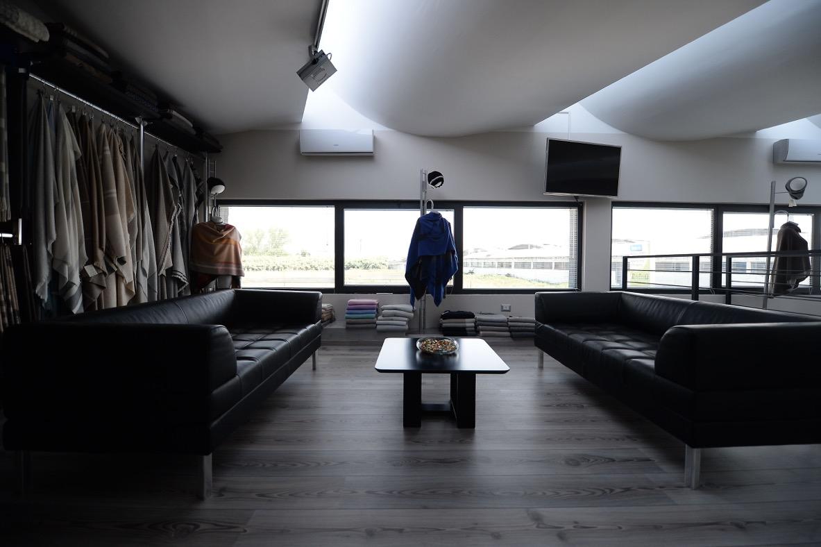 sala campionario hit mobili arredamenti per uffici